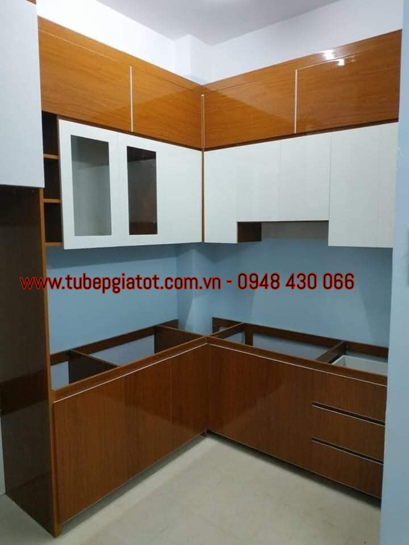 tủ bếp gỗ tự nhiên giá tốt